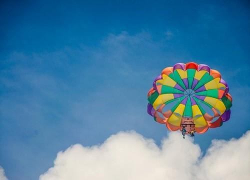 parachute-5408876_640